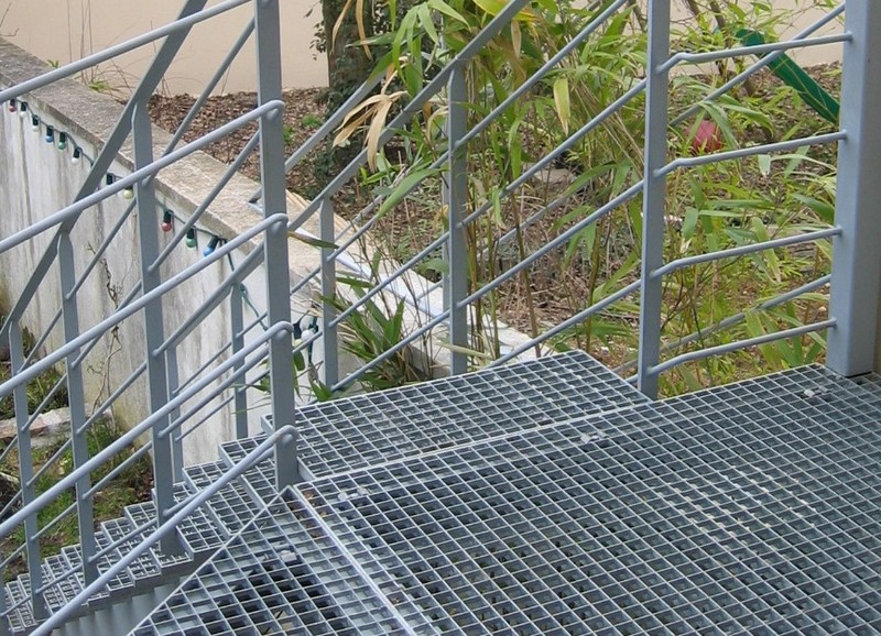 Les marches ehi escalier h lico dal industriel - Escalier metallique occasion ...