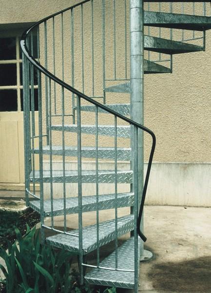 Les rampes ehi escalier h lico dal industriel for Peut on peindre sur un escalier vitrifie