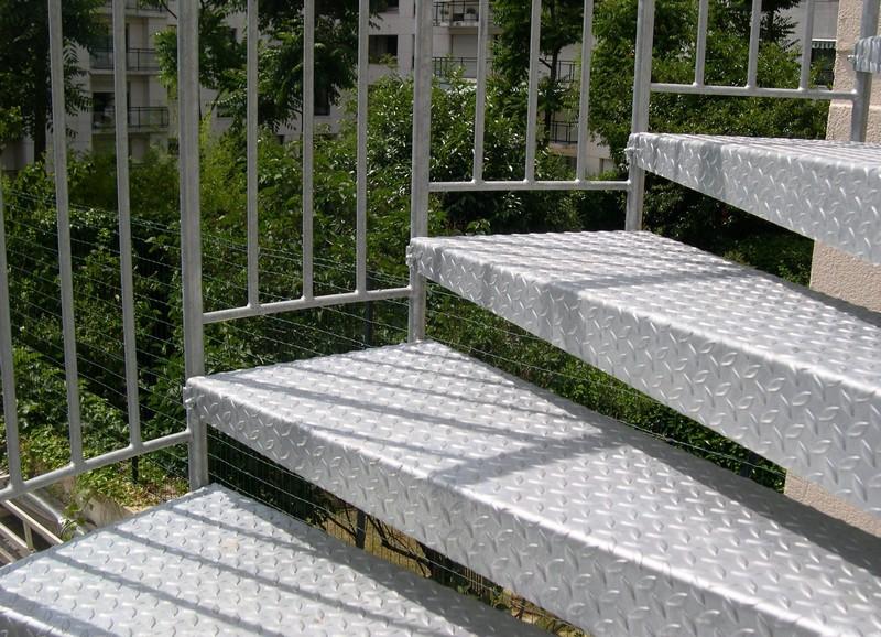 les marches ehi escalier h lico dal industriel. Black Bedroom Furniture Sets. Home Design Ideas
