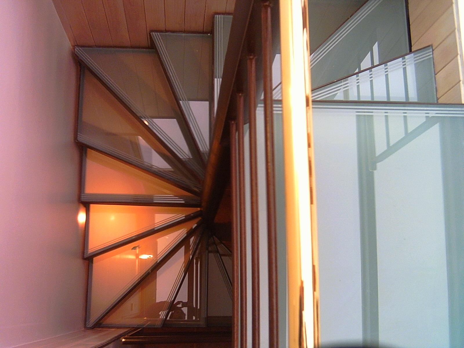 les finitions ehi escalier h lico dal industriel. Black Bedroom Furniture Sets. Home Design Ideas