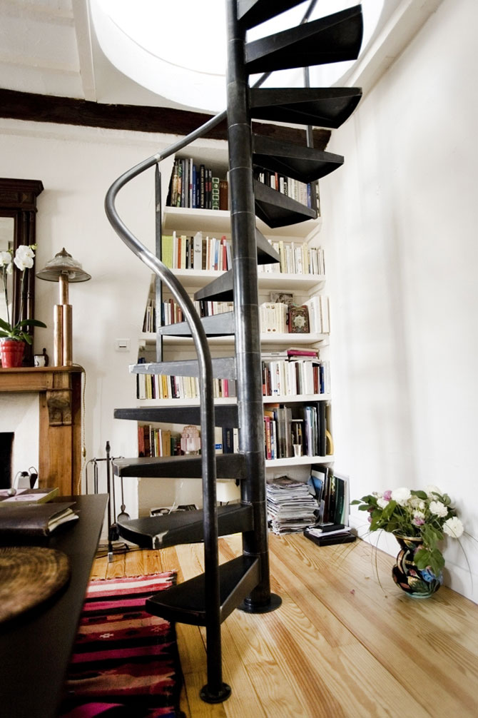 un petit escalier en colima on paris ehi escalier h lico dal industriel. Black Bedroom Furniture Sets. Home Design Ideas