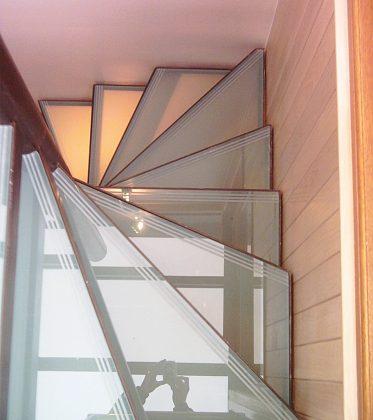 un petit escalier en colima on paris ehi escalier h lico dal industriel. Black Bedroom Furniture Sets. Home Design Ideas