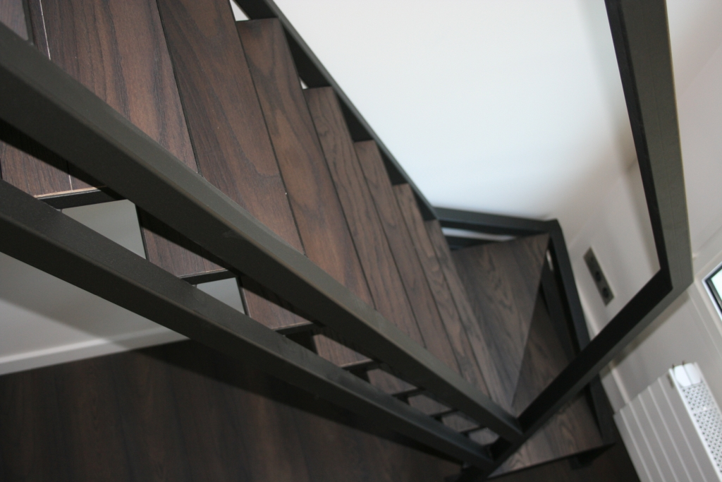 escalier droit mezzanine finition parquet ehi escalier h lico dal industriel. Black Bedroom Furniture Sets. Home Design Ideas