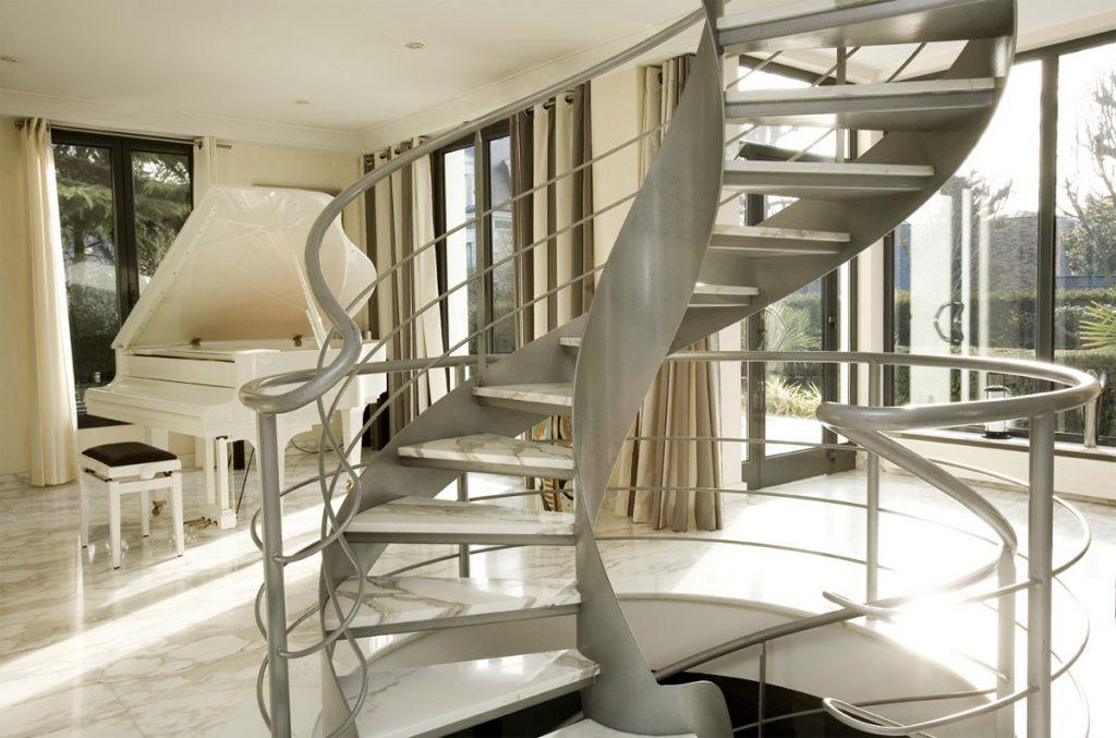 escalier-marbre-salon