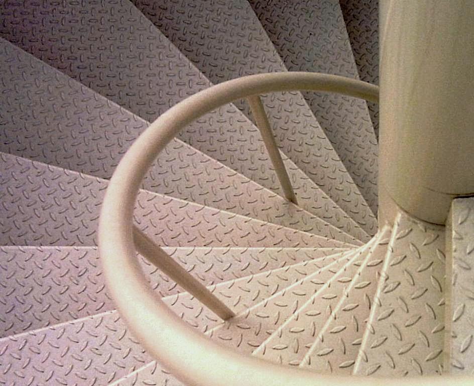 Escalier de secours main courante autour du f t ehi for Fabrication escalier beton interieur