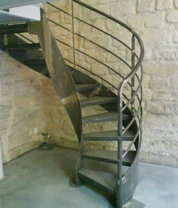Calcul d 39 un escalier balanc largeur ehi for Calcul escalier helicoidal