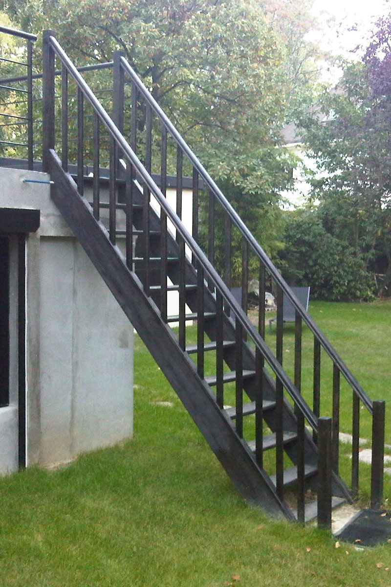 escalier ext rieur de la terrasse au jardin ehi escalier h lico dal industriel. Black Bedroom Furniture Sets. Home Design Ideas
