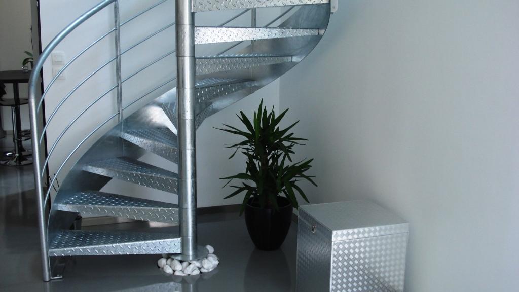 Galvanisation chaud des escaliers ehi escalier for Revetement d escalier interieur