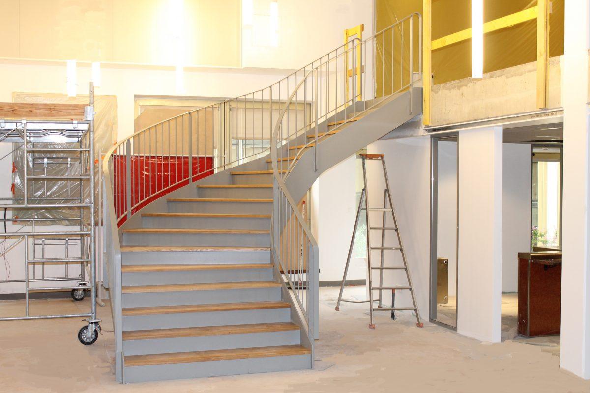 calcul d 39 un escalier balanc largeur ehi escalier h lico dal industriel. Black Bedroom Furniture Sets. Home Design Ideas
