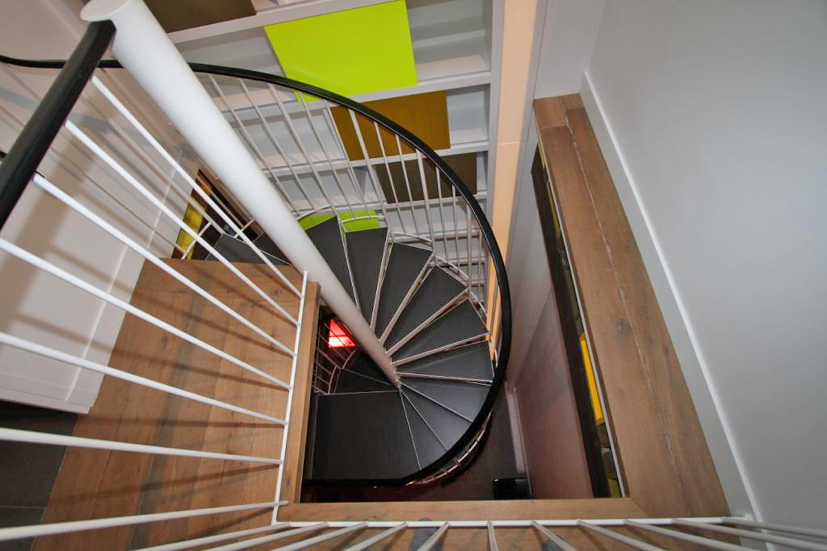 r novation d 39 un escalier h lico dal paris ehi escalier h lico dal industriel. Black Bedroom Furniture Sets. Home Design Ideas