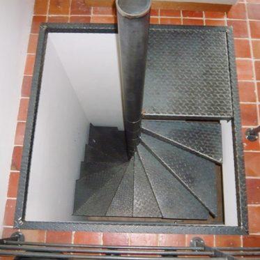 Escalier ext rieur de la terrasse au jardin ehi for Dimension escalier exterieur