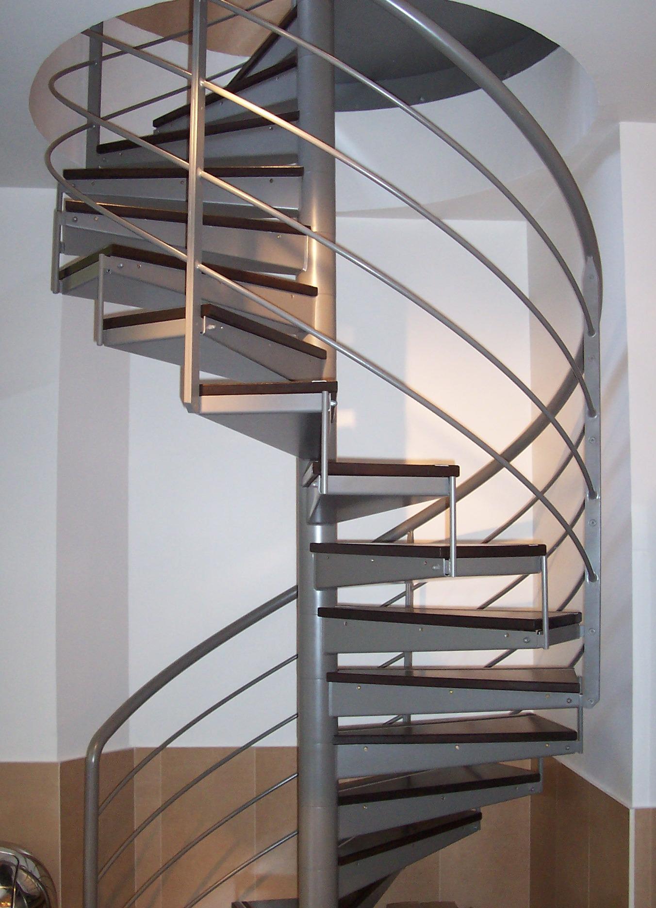 Les rampes ehi escalier h lico dal industriel for Cage escalier exterieur